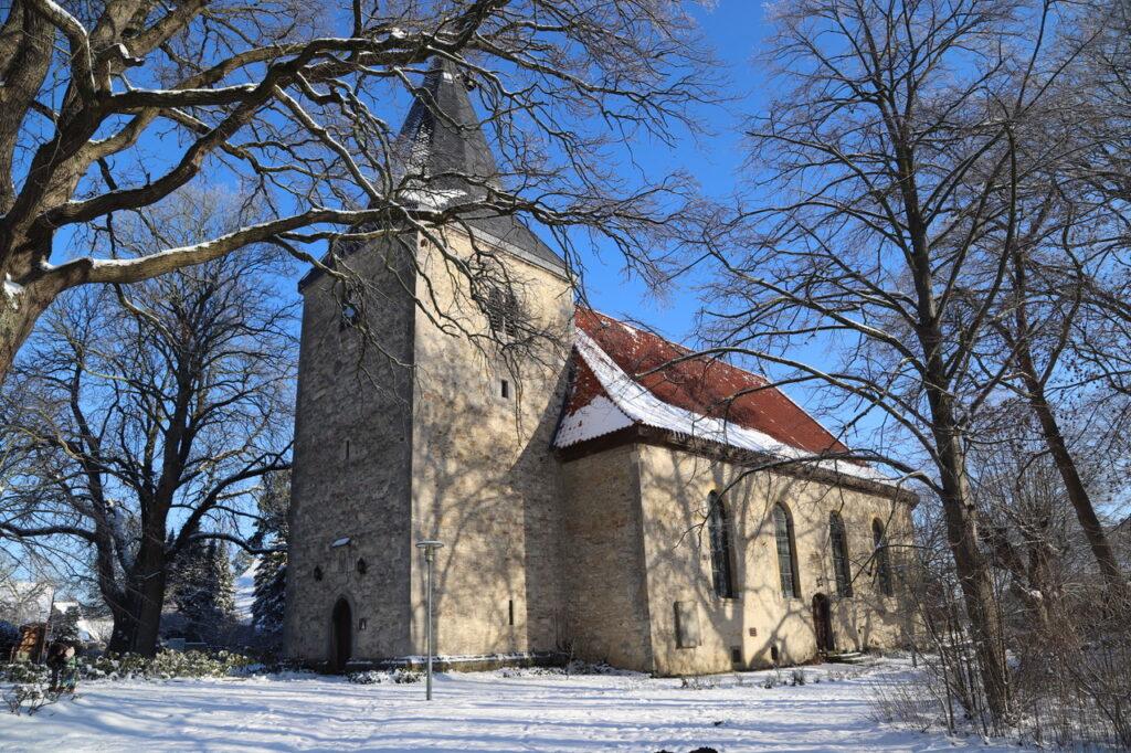 Die St. Nikolaus Kirche im Schnee
